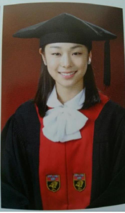 Kim Yuna - 김연아 Korea University Graduation Photograph 고려대학교 졸업 사진