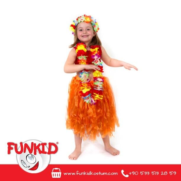 """""""Haydi bakalım herkes ayağa! Kollar önce sağa sonra sola. Kalçaları biraz sallayalım. İşte oldu!"""" Organze tül kullanılarak hazırlanan Hawaii dans kostümümüz, canlı renkleri ile çok havalı! Özellikle çiçek kolyemiz ve tacıyla çocuklarınız kendini Hawaii'de hissedecek ☺️ #hawaii #costume #kostum #kids #çocuk #cocukgiyim #funkidkostüm"""