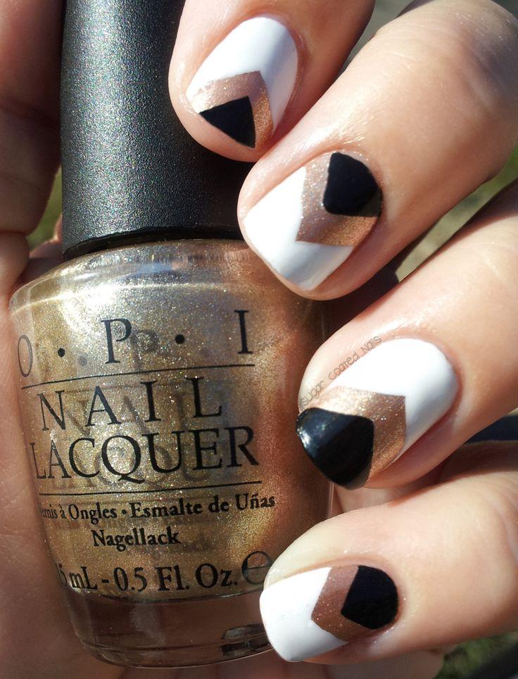 omg so doing this!Nails Art, Gold Nails, Nails Design, Black Nails, Black White, Nails Polish, Black Gold, White Gold, Chevron Nails