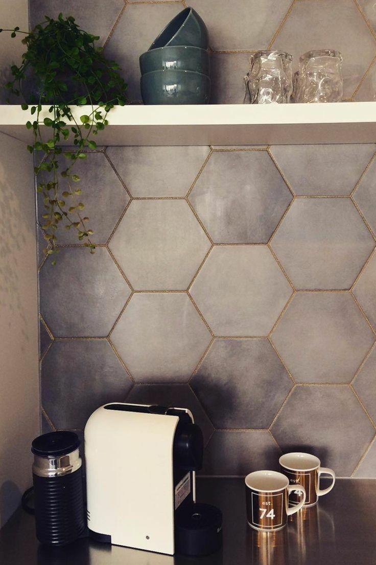 fliesen verfugen glitzer hexagon grau minimalistisch effekt akzent küche