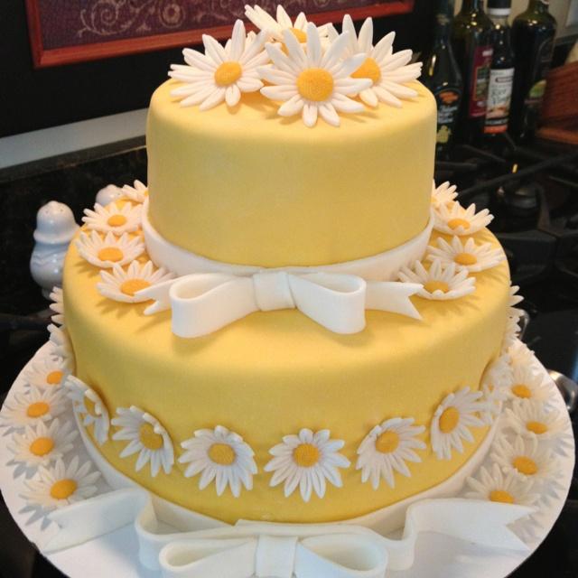 marshmallow fondant daisy cake for my parents 55th wedding