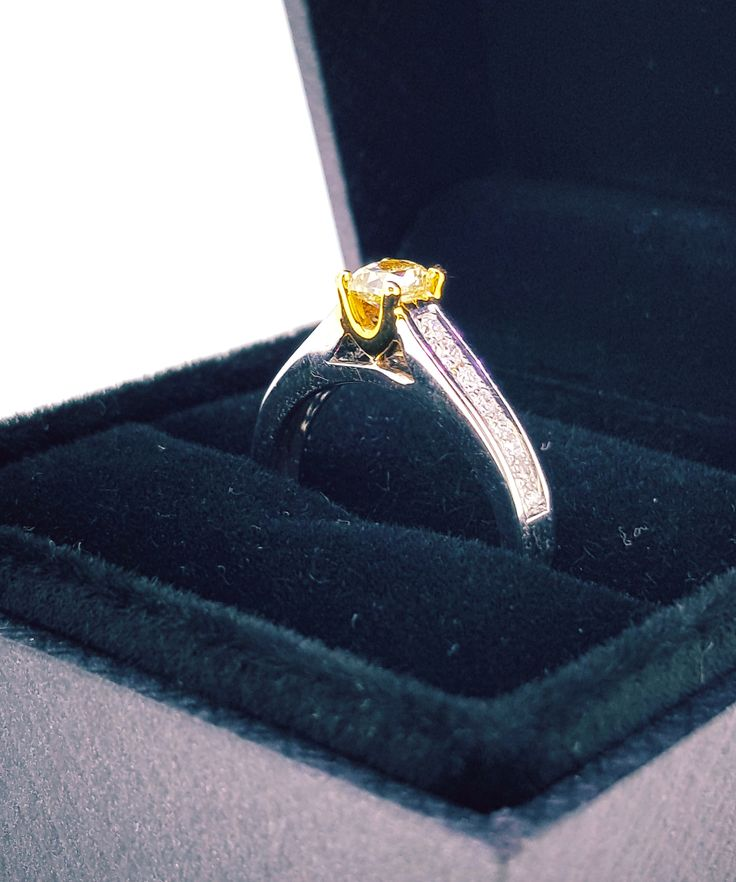Yellow & White Diamond Engagement Ring 18K Gold
