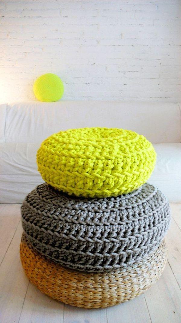 sitzkissen in grau und gelb stricken h keln. Black Bedroom Furniture Sets. Home Design Ideas