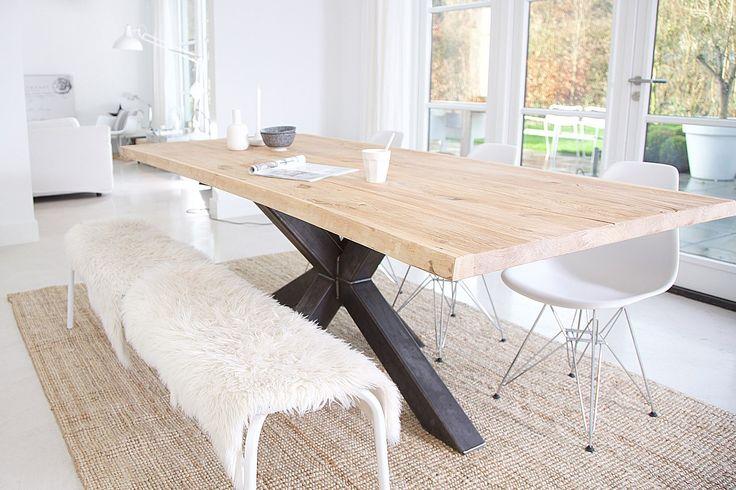 Eiken eettafel Bore - prachtige boomstamtafel met spinpoot van metaal. In elk gewenst formaat en de poten die jij zelf wenst