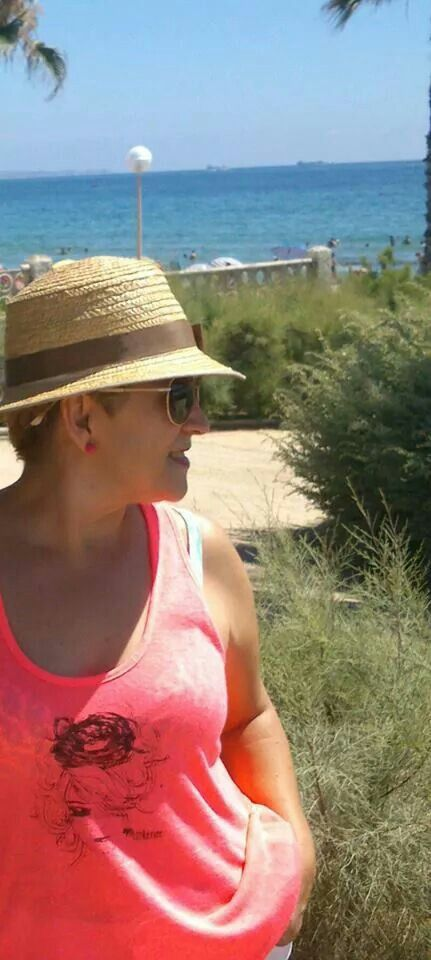 Teresa desde Urbanova (Alicante) con su camiseta Littleno ♥