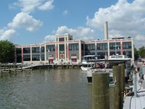 Take a walking tour of Old Town Alexandria, VA, see photos and learn how to explore Old Town Alexandria, a quaint historic town near Washington DC.: Explore the Arts at the Torpedo Factory