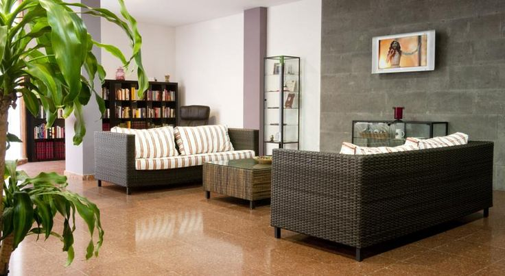 Hotel Faycán Las Palmas de Gran Canaria Hotel Faycán is located in the centre of Las Palmas in Gran Canaria, 40 metres from Las Canteras Beach. It offers good-value accommodation and free Wi-Fi is available throughout.