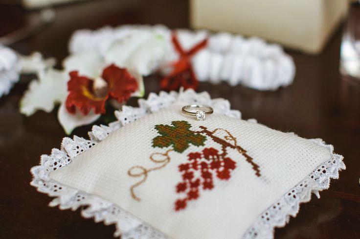 Подушечка для колец в рустикальном стиле. Хэндмейд. Виноградная свадьба / Ring Pillow. Rustic style. Handmade. Grape wedding ideas.