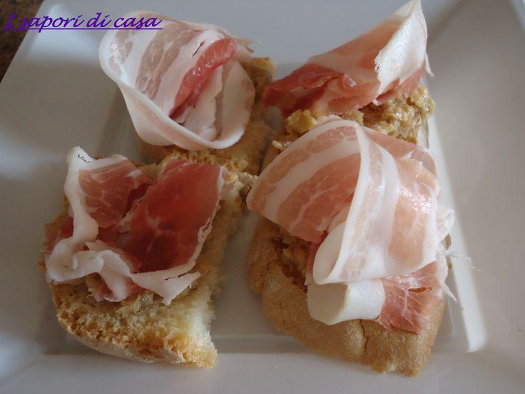 Crostini di pane con crema di carciofi fatta in casa