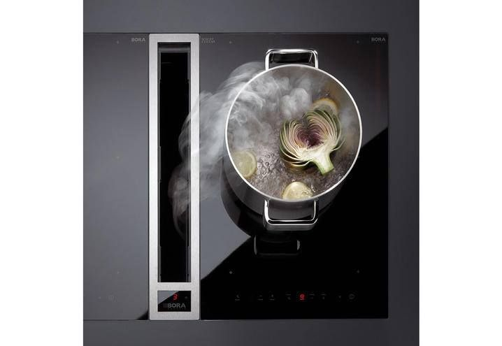 Bora sfrutta un principio fisico molto semplice quale quello della meccanica dei fluidi, per cui si sfrutta una corrente trasversale superiore alla velocità ascensionale dei vapori di cottura, che è di 1 metro al secondo.  I vapori e gli odori di cottura vengono aspirati direttamente dal loro punto di origine, sul piano di cottura, prima che inizino a salire verso l'alto. #cappa #cucina #aspirante #piano #cottura #bora #arredamento #interior #design