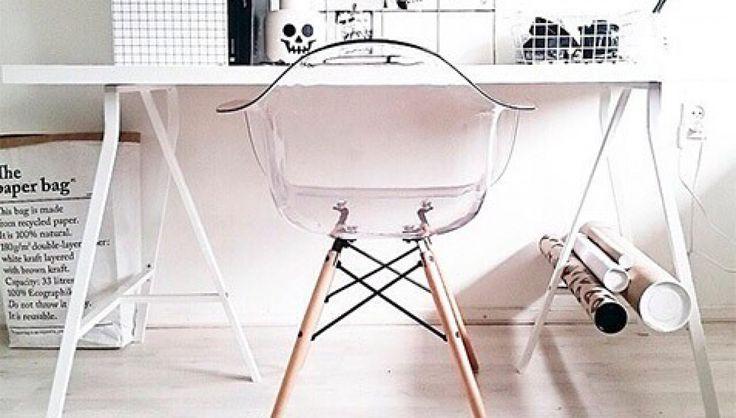 Chaise DAW transparente bois scandinave de qualité supérieur.- Assise avec coque en polycarbonate très résistante- Pieds Bois en hêtre- Croisillons eiffel en acierDisponibles en plusieurs couleur