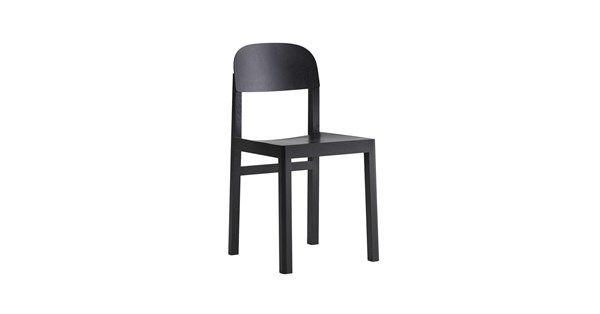 Workshop stol i svartlackad ek. Workshop stol av Cecilie Manz för Muuto är en diskret och enkel stol för matplatsen eller kontoret. Den avskalade, skandinaviska designen med det avrundade kanterna kännetecknar varumärket Muuto och lovar en hållbar möbel som tål både ögats och ändans slitage.