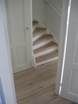 Wit/houten trap niet mooi bij houten vloer