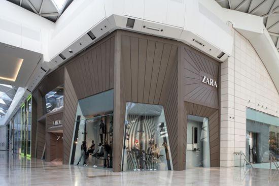 Facade Of The Zara Modern Design Store 05