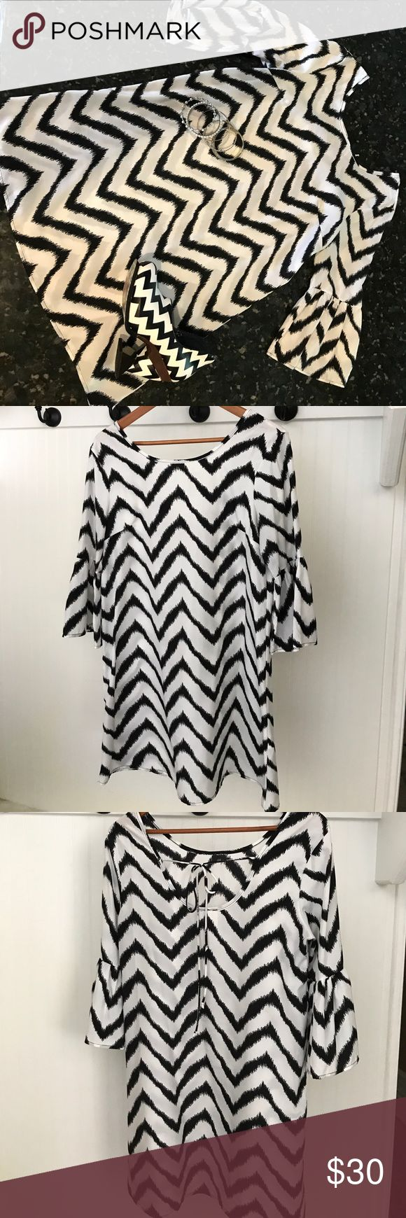 Sun & Moon chevron print dress size M ❤️ This dress is beautiful on!  It has the bell sleeves and is loose fitting making it extremely comfortable!  It has no flaws, stains or snags. Still looks perfect!  Thank you for looking into my closet! Sun n Moon Dresses Midi