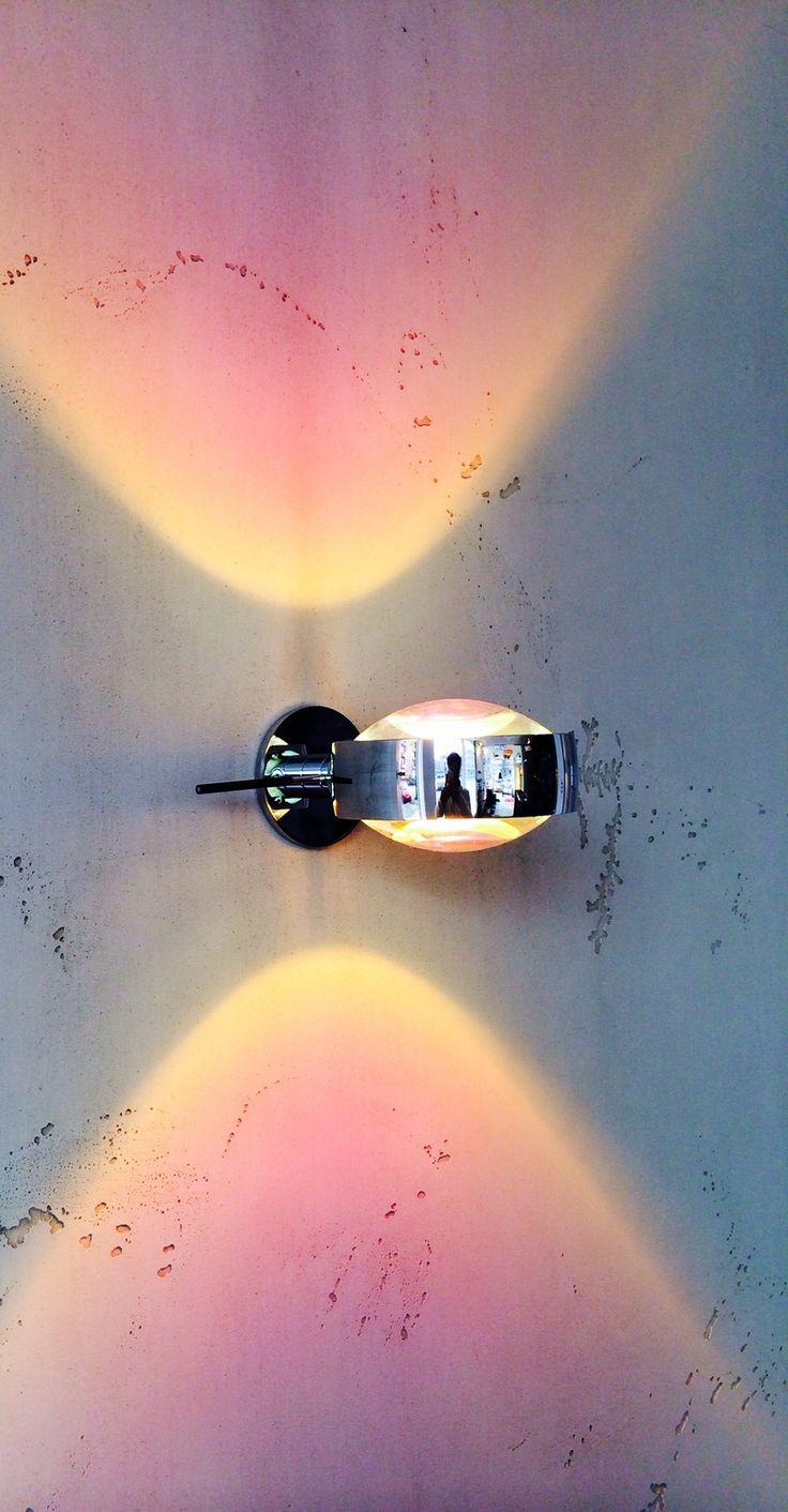 """Name: Objekte Licht & Raum, Adresse: Mundsburger Damm 51, 22087 Hamburg, Beschreibung: Stylisher Wandstrahler """"Verticale Sento D"""" von Occhio <p>Wir führen alle Occhio Produkte. In unserer Ausstellung kann ein Großteil des Sortiments betrachtet werden. Unser Angebot führt über Lichtplanung und Beratung, bis zur Montage durch unsere speziell geschulten Elektriker.</p>"""