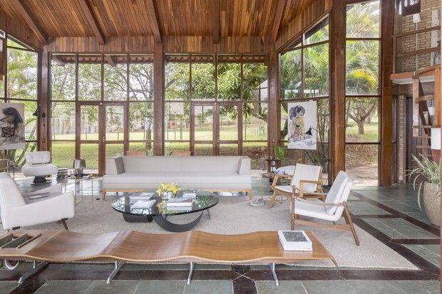 Zanine Caldas, Lago Sul, em  Brasília. A residência foi erguida pelo renomado arquiteto em 1988 e acaba de ser revisitada por Clay Rodrigues, fundador do escritório Debaixo do Bloco Arquitetura.
