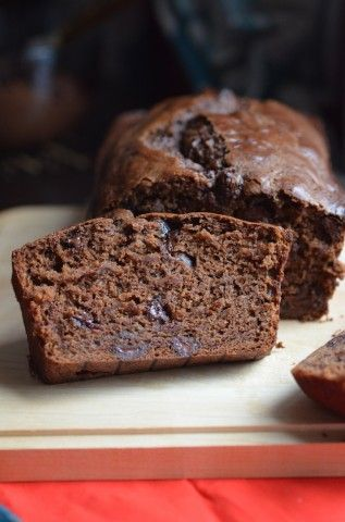 #Vegan Chocolate Banana Bread ~ Make this moist and dense vegan banana bread instead of your usual one and fell the difference!