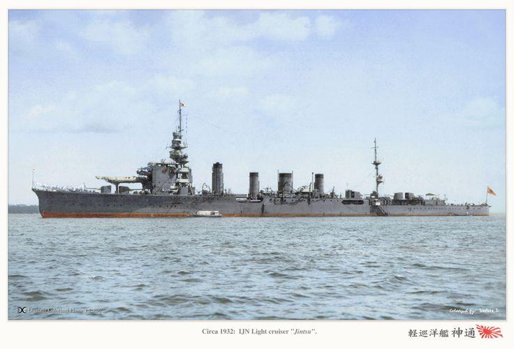 IJN light cruiser Jintsu, circa 1932. Notice aircraft catapult in between the 1st and 2nd front gun turret. 大日本帝国海軍軽巡洋艦-神通