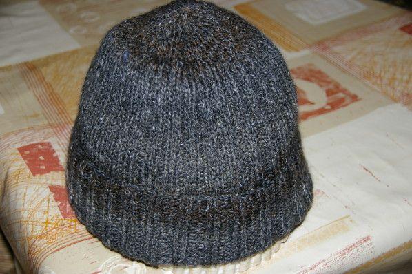 Voici le bonnet que j'ai tricoté en urgence pour mon Tarzan. Les cordonniers sont les plus mal chaussés, me direz-vous? Le démarrage en côtes 2/2 Les diminutions. A plat avec le revers retourné. Le sommet. Il est très extensible et peut s'adapter à toutes...