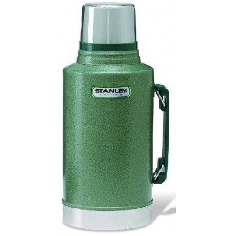 Marked by its green colour and durability, the Classic Series continues to be the professional's choice from construction sites to camping trips. Featuring vacuum insulation and double-wall construction, the 1.9 L flask keeps an entire crew's coffee hot for 24 hours. It's also leak-proof, BPA free and comes with a lifetime warranty.