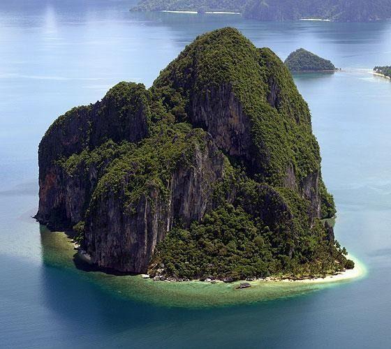 Pinagbuuitan Island at Palawan