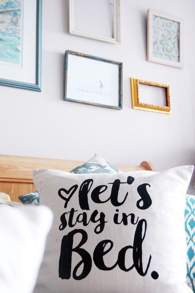 Esta bonita almohada que puedes hacer con una plantilla: | 28 Cosas acogedoras que tu habitación necesita