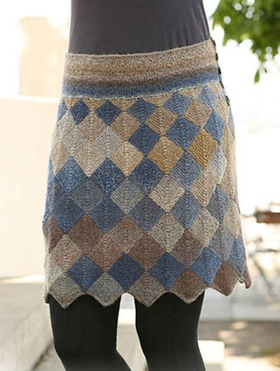 121-5 Skirt with Domino squares, de DROPS design. http://www.ravelry.com/patterns/library/121-5-skirt-with-domino-squares-in-delight