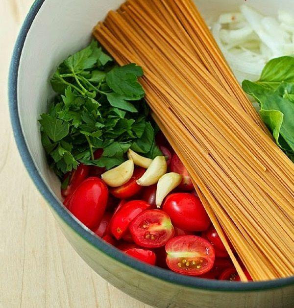 Паста с помидорами и базиликом. Блюда быстрого приготовления
