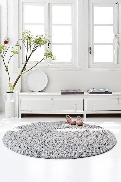 #Crochet: alfombra redonda de #trapillo en color gris claro