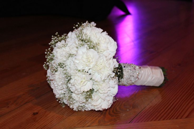 white carnation and baby breath bridal bouquet - Google-Suche