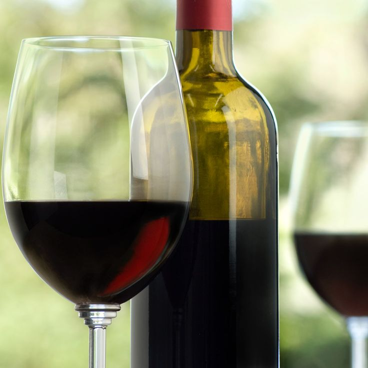 Los vinos Merlot son un delicioso vino medio cuerpo, perfectos para maridar con carnes rojas y salmón, en La Cafetiere tenemos varias opciones para que disfrutes con tu comida. Foto vía http://goo.gl/2hKVqG