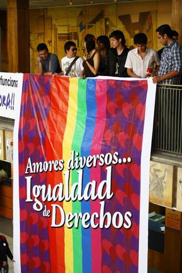 Manifestación gay en el Registro Civil