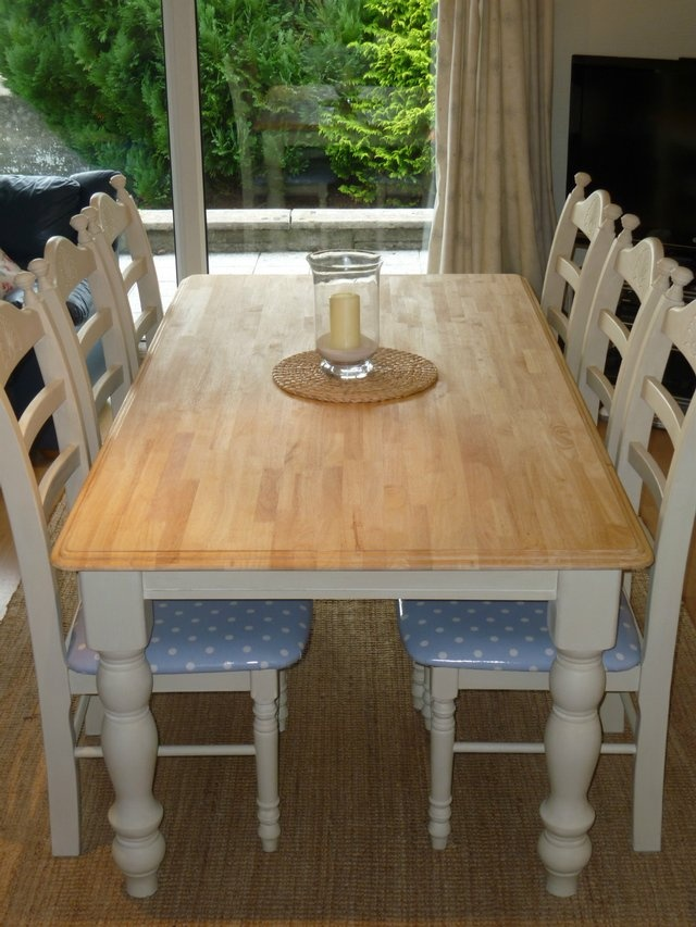 HAND PAINTED FARMHOUSE OAK TABLE AND 6 CHAIRS