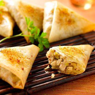 Brick au poulet et au citron confit. Pour un autre succès garanti à l'apéro, une recette de brick au chèvre, miel, tomate et pointe de piment d'Espelette http://blog.doctissimo.fr/il-etait-une-mignardise/recettes-salees-702308/pointe-piment-espelette-23501871.html