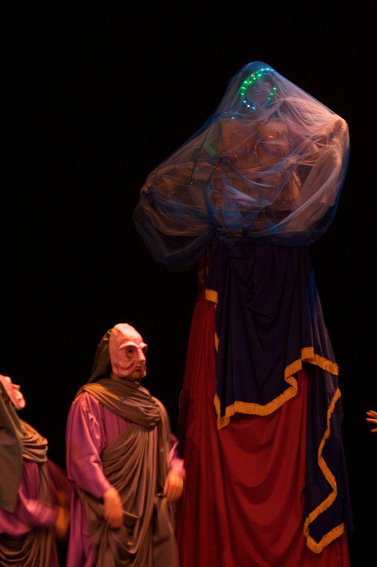 Registro de la obra Dios, amor y muerte, dirigida por Sandro Romero Rey, ASAB, 2008. Fotografía: Carlos Mario Lema http://revistas.udistrital.edu.co/ojs/index.php/c14/article/view/1216/1618