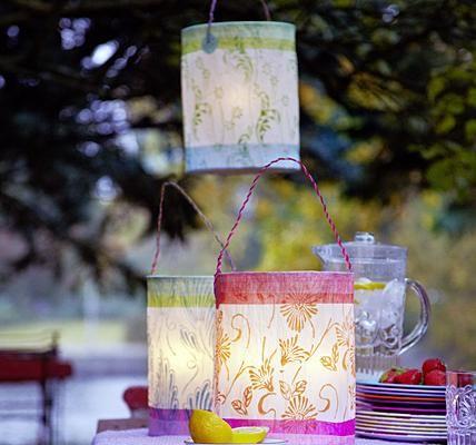 Madame Butterfly lässt grüßen. Sehr romantisch wirken die Laternen der Hamburger Papierkünstlerin Birgit Holzapfel, die man dank des biegsamen Henkels an...