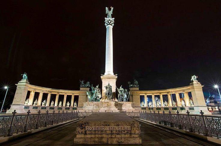 Photo :  @colshoots -  Late night walk to Hero Square [005/365] • • • • • #budapest #hungary  #momentsinbudapest  #ikozosseg #danube #buda #loves_hungary #magyarország #vscohungary #instahun #magyarig #ig_hun #pest #chainbridge #будапешт #hungary_gram  #венгрия #instahungary #부다페스트  #magyarorszag