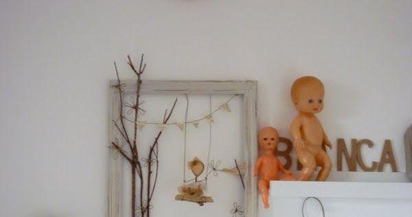 Piccole poesie.     Cornici recuperate sui banchi dei mercatini delle pulci, ritagli di vecchia canapa...