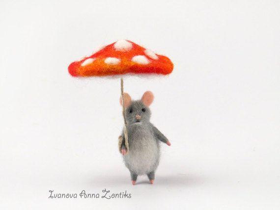 kleine Maus mit Regenschirm:)  100 % handgemachte arbeiten, Nadel Filz die kleine Maus ist aus Wolle, in den Beinen haben einen Rahmen (Sie können ihre Position ändern), Augen - natürlicher Achat Perlen.  Schirm gefertigt aus Wolle und Draht. Größe Durchmesser 5,5 cm Höhe 6,5 cm  Diese sehr kleinen und niedlichen Mäuse Miniatur ist ideal für Puppenstuben und privaten Sammlungen Größe der kleinen Maus 5,4 cm oder 2,14 inc  der Preis gilt für Maus und Sonnenschirm.  Ich erstelle meine…