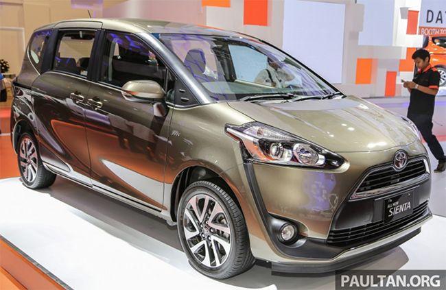 Mẫu xe 7 chỗ cỡ nhỏ Toyota Sienta đã có bản chính thức được giới thiệu tại thị trường Đông Nam Á với 4 phiên bản khác nhau, có kiểu dáng thiết kế thời thượng, cá tính và đẹp hơn mẫu Innova 2016.