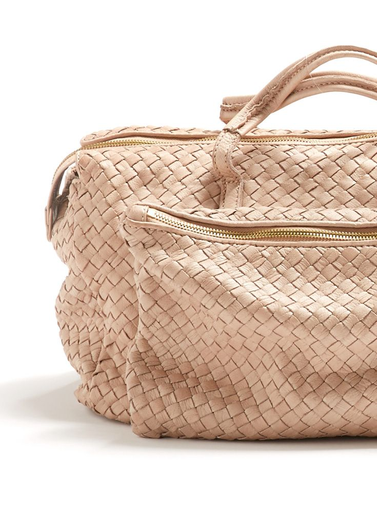 FEBRUARY: The latest bags. Soft and hand-woven. Discover now!