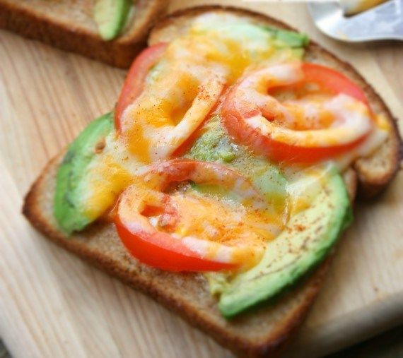Avokado& Domates Tost