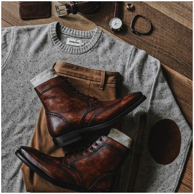 Moda de invierno para hombre Formal Men Outfit, Casual Outfits, Mens Wingtip Boots, Gq Mens Style, Mens Hairstyles With Beard, Mens Fashion Wear, Dress With Boots, Aesthetic Clothes, Vintage Outfits