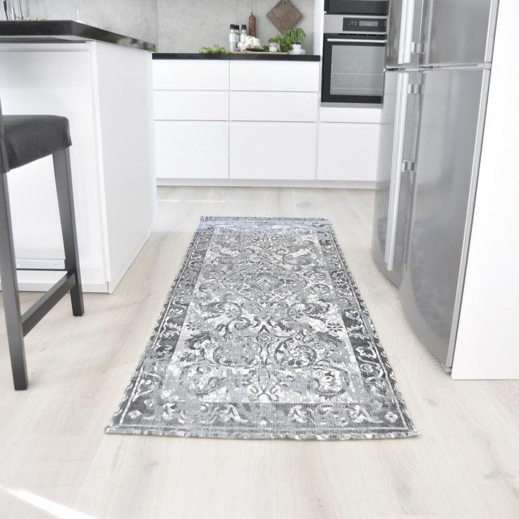 Matta med ett modernt och snyggt mönster, som ger rummet en extra detalj.