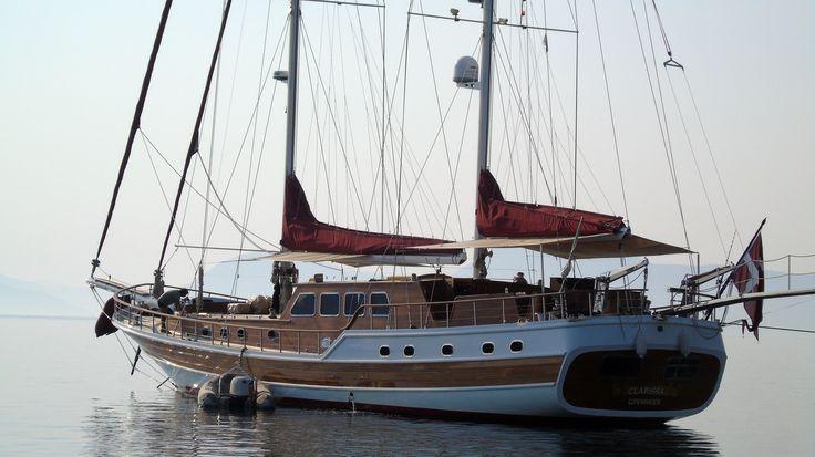Το ιστιοπλοϊκό Clarissa στη Νικιάνα. 110 GT ~ Μήκος 29,5 μ. ~ Πλάτος 6,60 μ. ~ 10-12 Knots. Σημαία Δανίας.