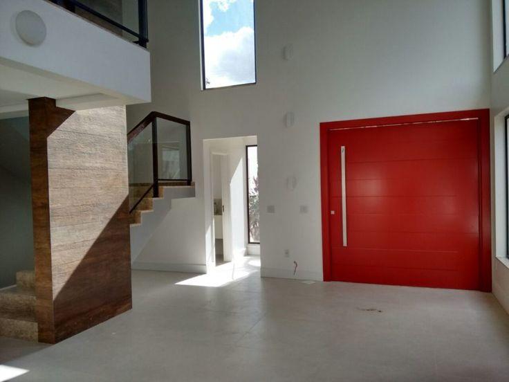 Porta pivotante com pintura de laca P.U vermelho acetinado (Sayerlack) - Ecoville Portas Especiais