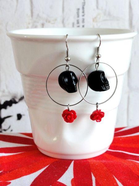 Boucles d'oreilles Tête de Mort & Rose Rouge de Lolitadlachance sur DaWanda.com