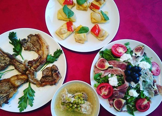今日の夕食は、こんなかんじで、羊肉、豆腐のカナッペ、サラダ、スープです。イタリアで羊肉はよく売っていて、日本より安く手に入ります。 ミラノも、そろそろ夏が終わり、長袖を用意しました。 子供も学校が始まり、私もイタリア語講座が始まり、また連休に向けて家族で頑張ります。 #イタリア#ミラノ#Italian#instafood#Italy#italia#Milano#イタリア料理#海外生活#イタリア生活#food#おうちごはん#夕食#肉#羊肉#サラダ#カナッペ#豆腐#美味しい#アペルティーボ#