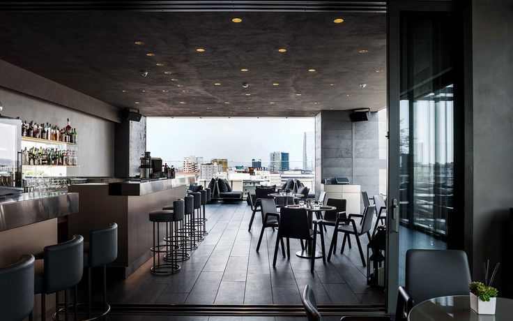 #interiordesign su misura per il ristorante dell'hotel. Sedute prototipo frassino ecopelle. Sgabelli con struttura in ottone bronzato e seduta con scheinale in ecopelle fireretardant. #furniture #madeinitaly